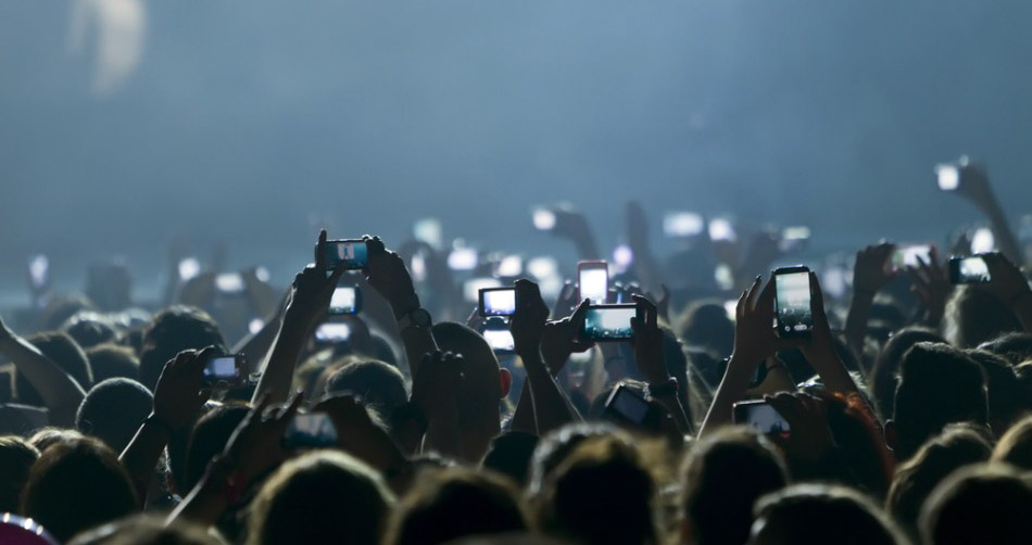 20562-people-taking-photos-at-concert.jpg